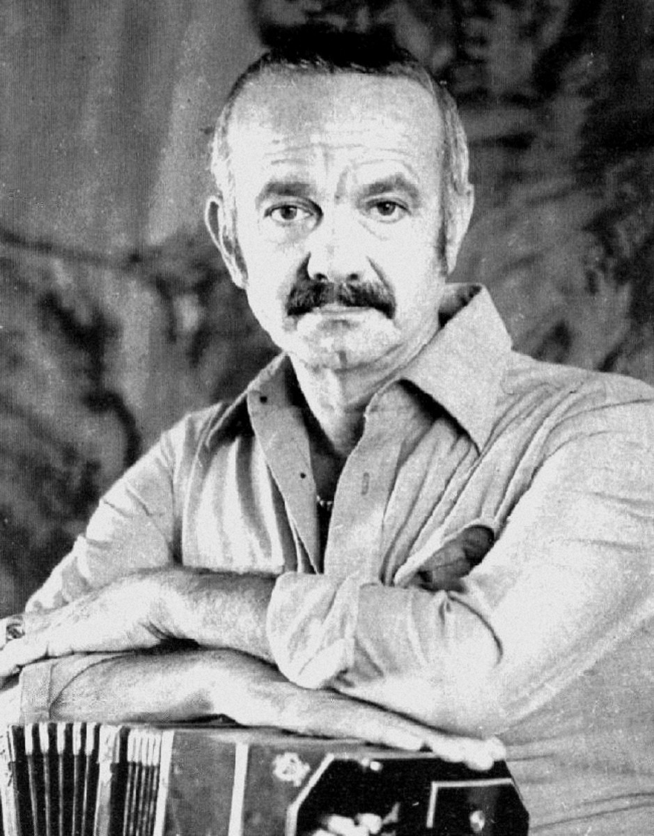 Ástor Piazzolla (1921-1992) with his bandenéon in 1961.