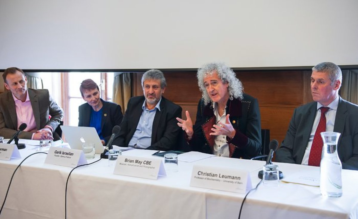 Dr. Brian May makes a point during a press conference at the Starmus Festival, which has featured astronauts, cosmonauts, Nobel Peace Prize winners, and other scientific luminaries (Photo: Starmus/Royal Society)