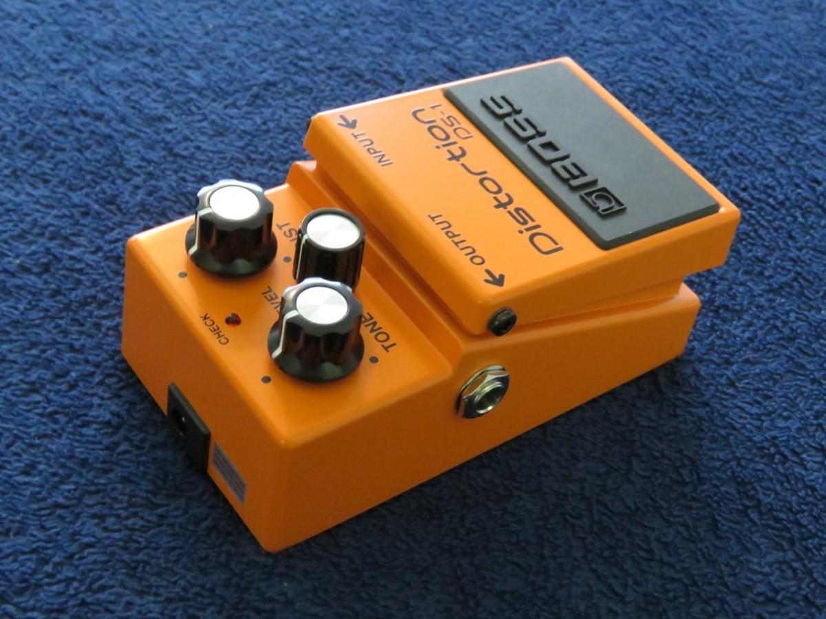 The BOSS DS-1 runs off a 9-volt battery or external power supply.