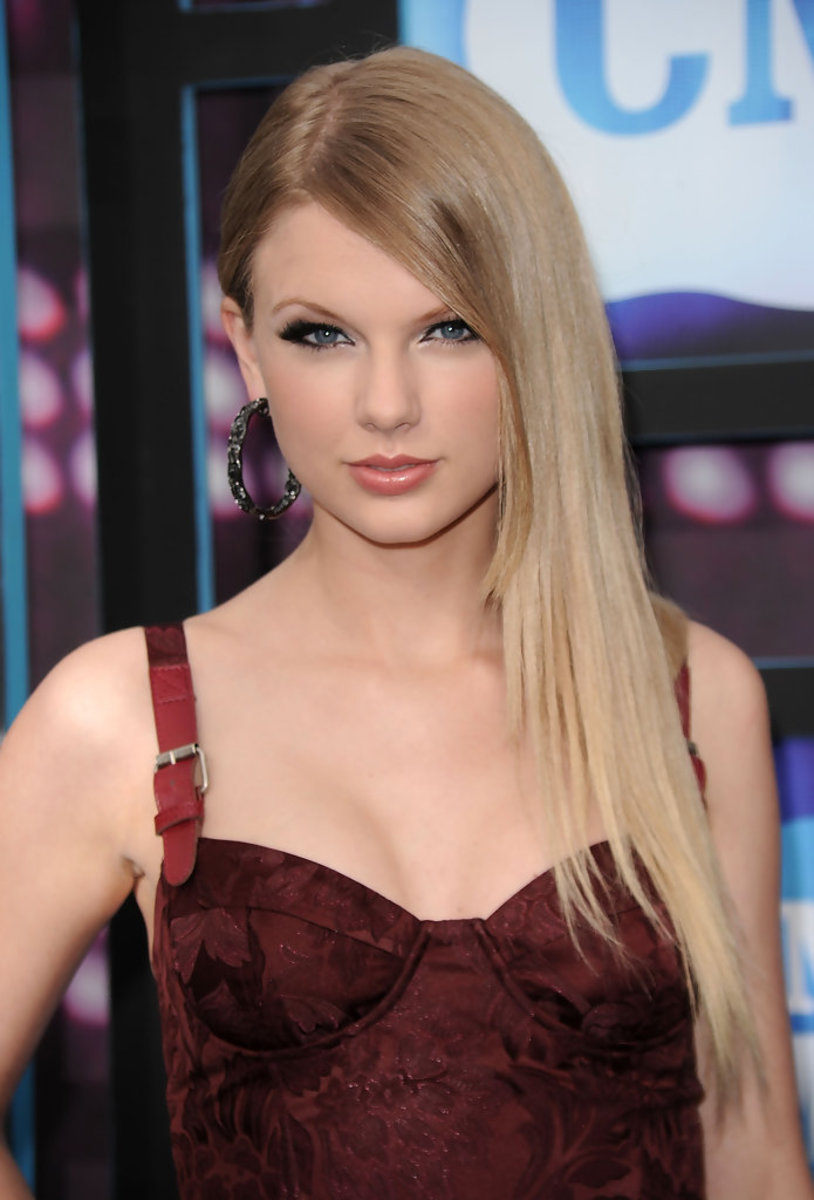 the-hairvolution-of-taylor-swift