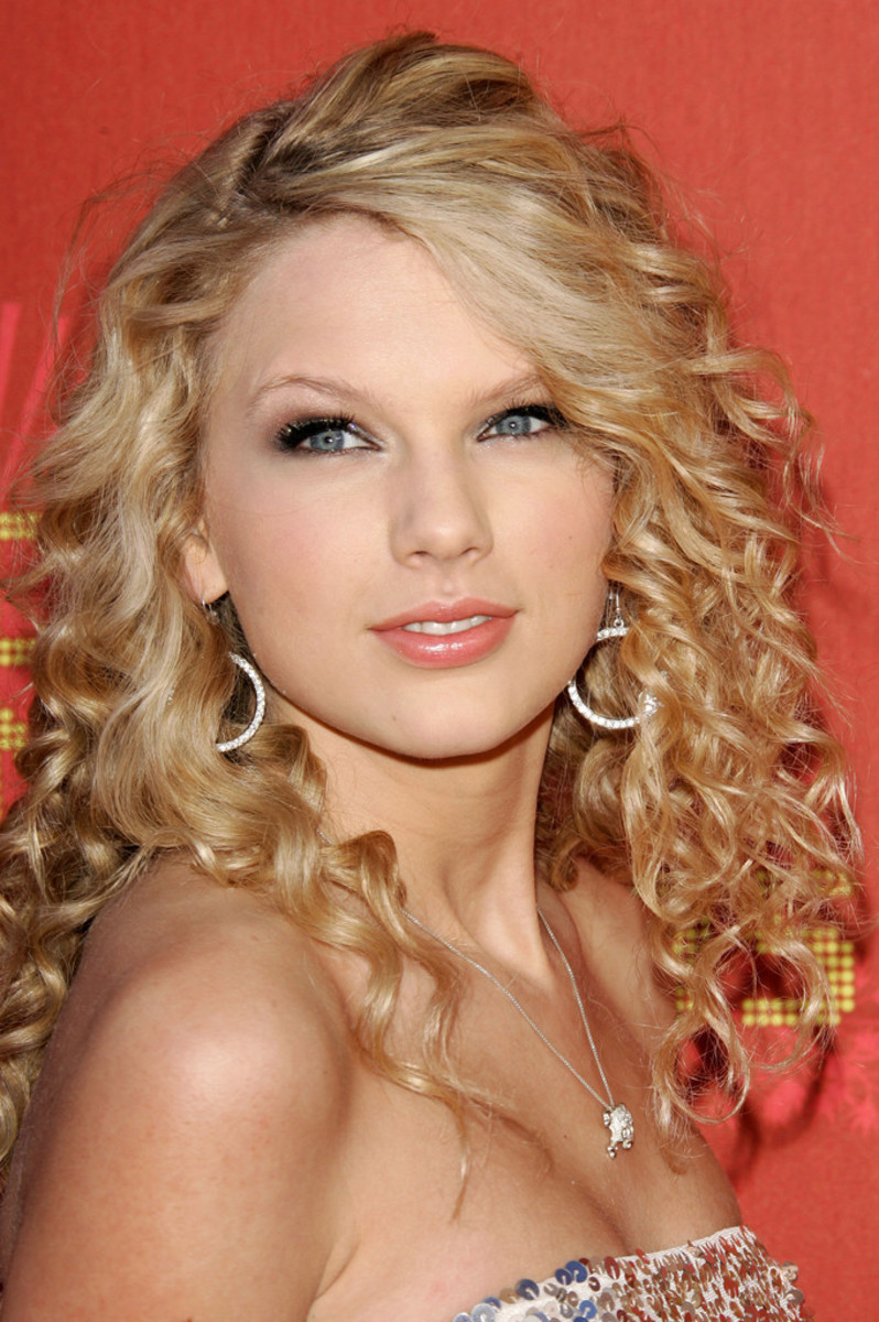 Taylor Swift's Country Girl Curls