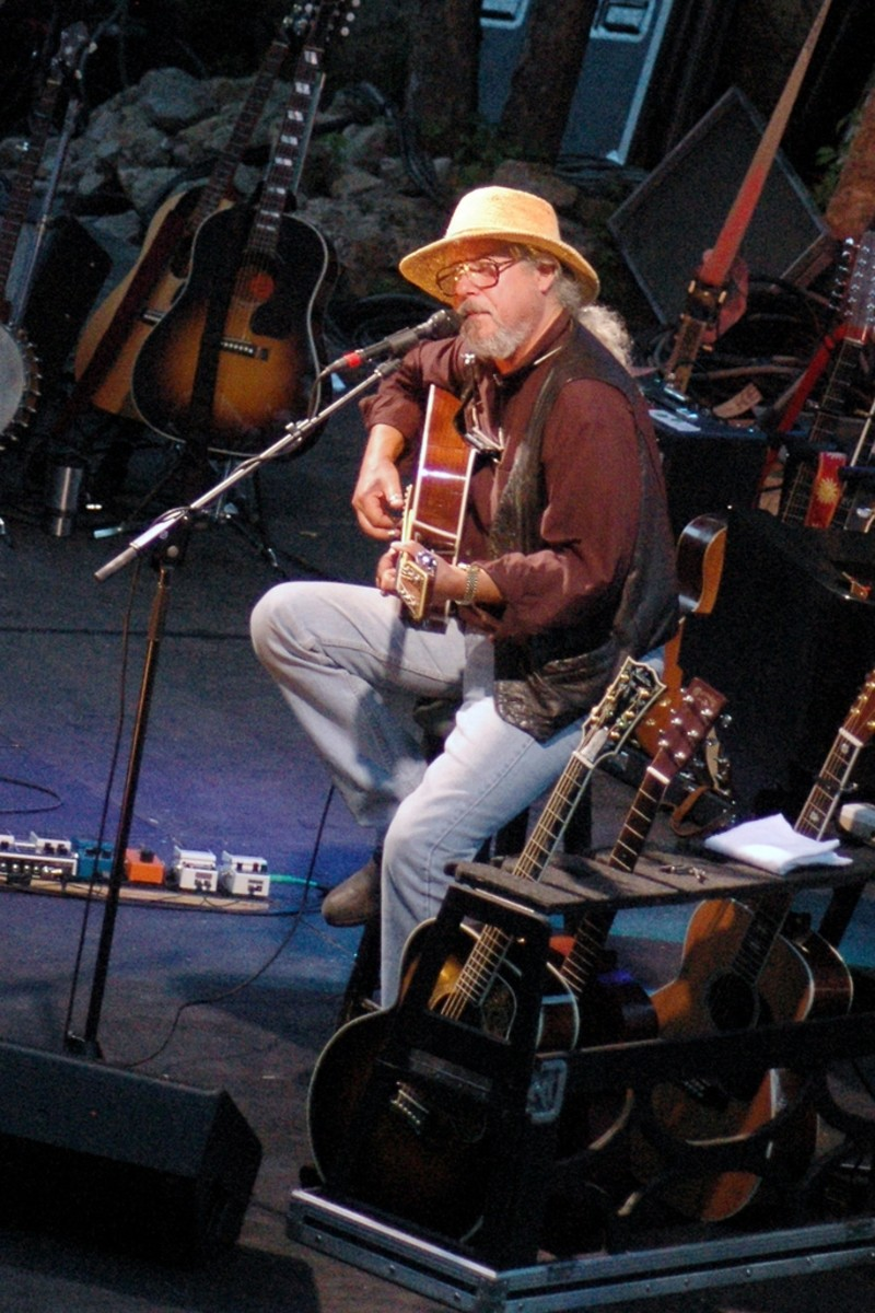 "Arlo onstage in July 2005 during his ""Alice's Restaurant Massacre"" 40th Anniversary Tour"