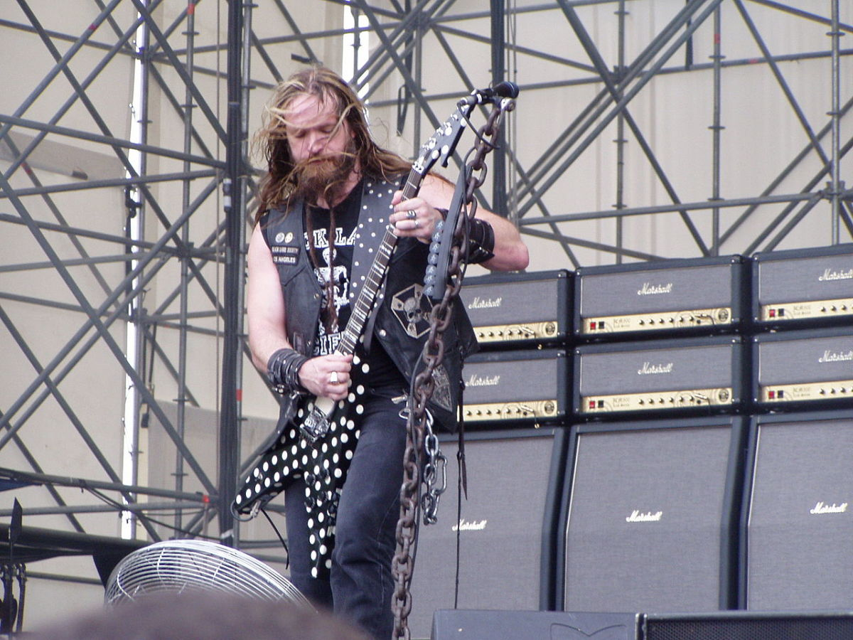 Zakk Wylde playing a Randy Rhoads-inspired Sandoval Flying V.