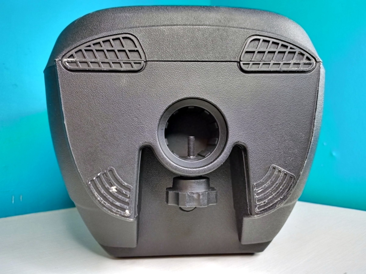 Bottom view.  This speaker can be mounted to a stand