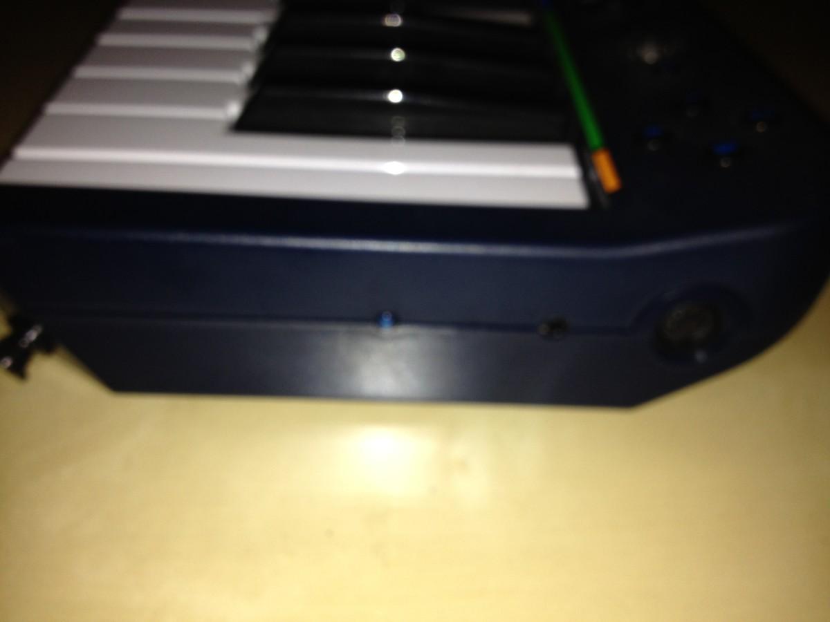 The 5-pin MIDI-din port