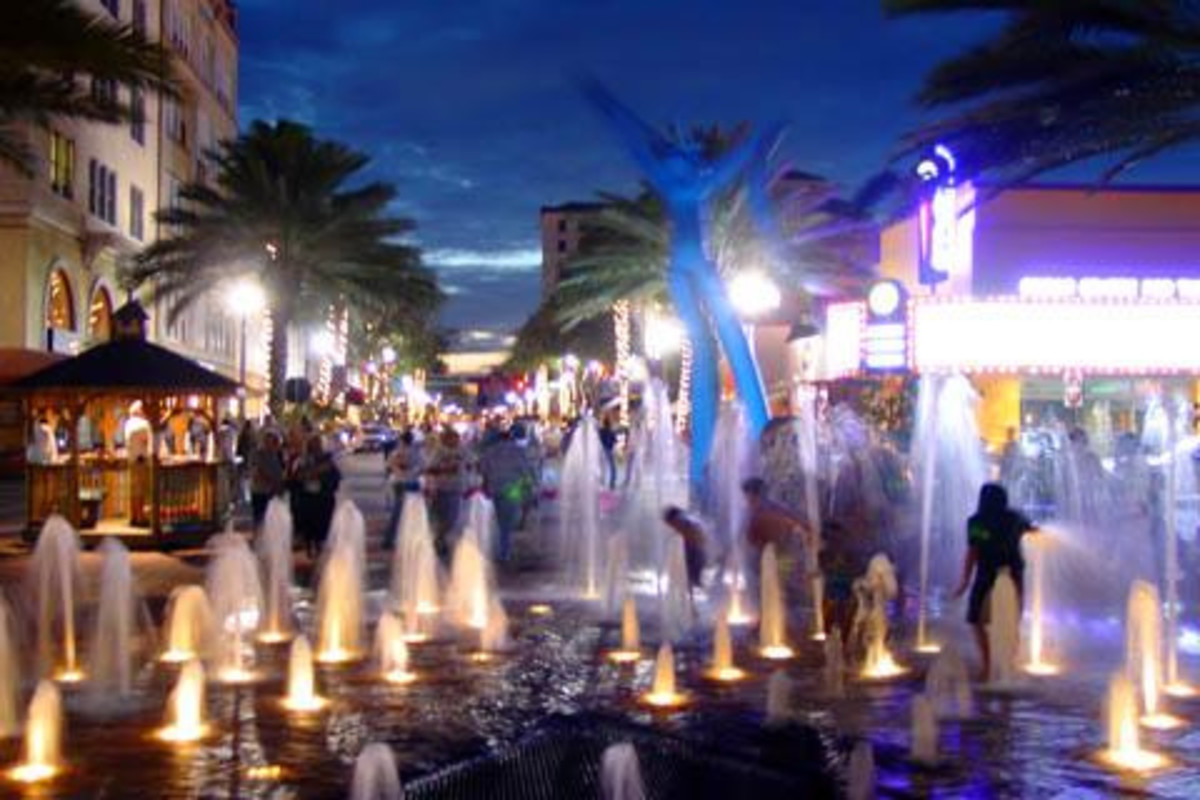 The spectacular fountains at Clematis St.