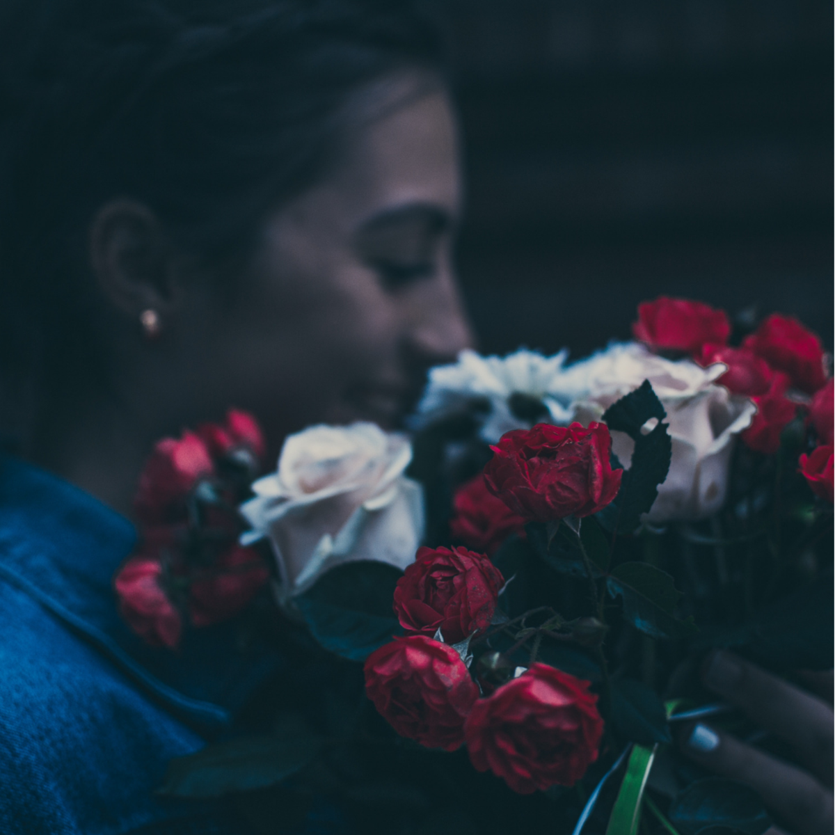 Getting your girlfriend a bouquet of flowers is a great way to spice up your romance.