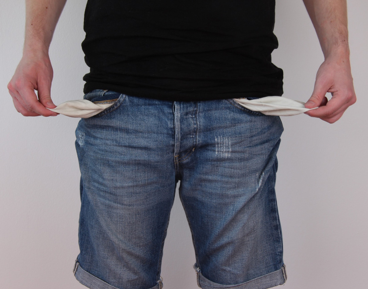 Don;t be fooled by a loser who showers you with lavish gifts. Eventually, it will be you who ends up paying for them.