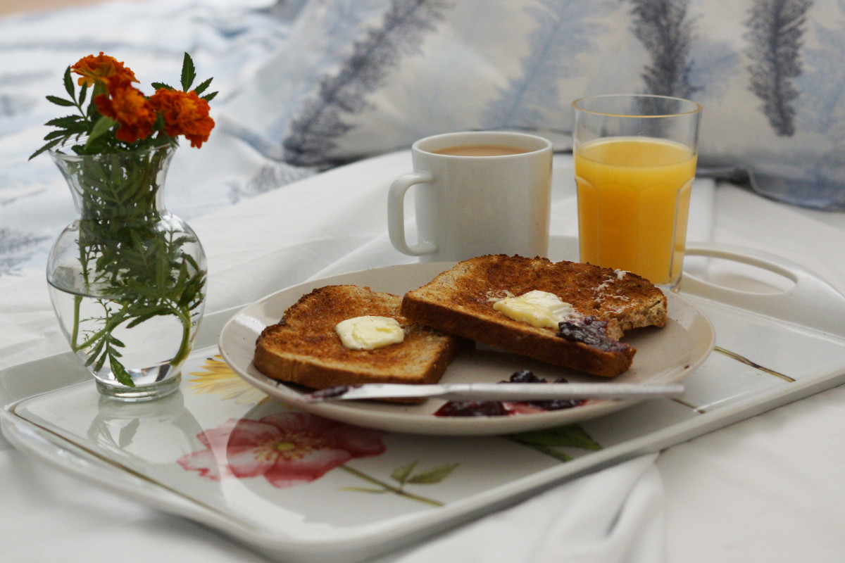 How to Make Her Happy: Breakfast in Bed