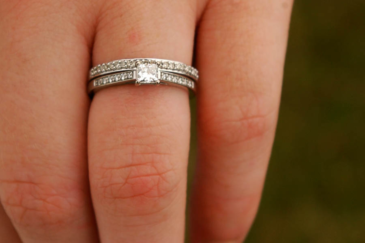 Most women would prefer a ring on the finger before moving in with their mates.
