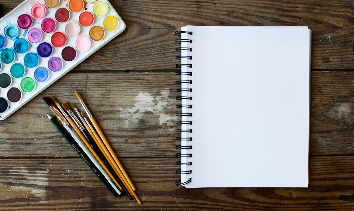 Get creative with your romantic notebook. Use paint, colorful markers, and pencil crayons to make your journal pretty.