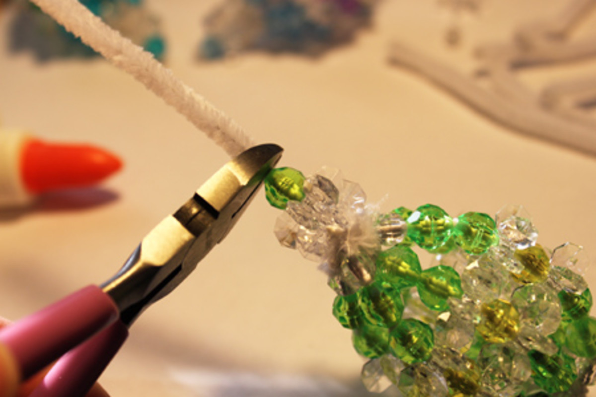 With the final glue and beads in place on the last strand, snip off the remaining portion of pipe cleaner.