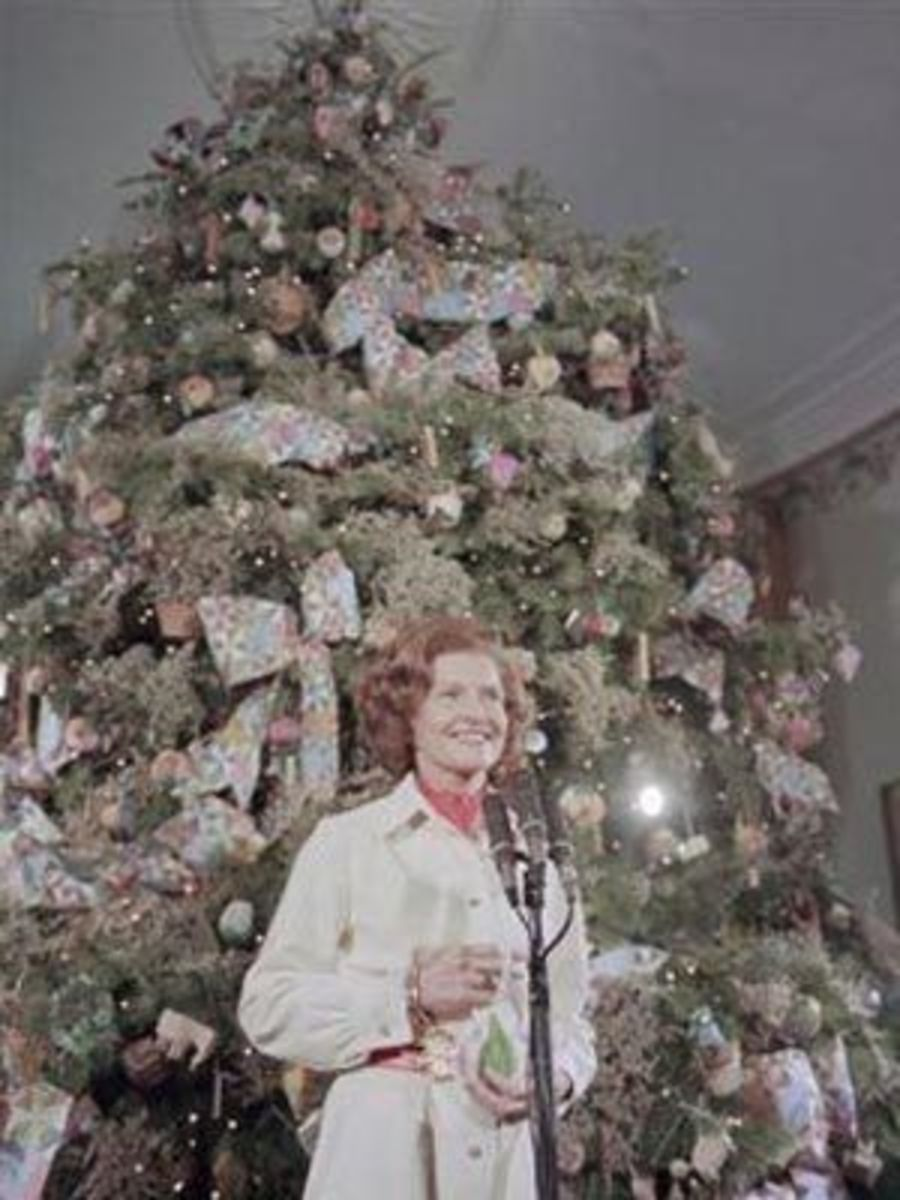 First Lady Betty Ford and the 1974 White House Christmas Tree