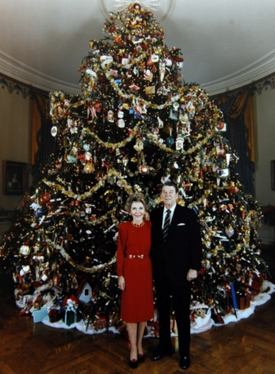President and Mrs. Ronald Reagan in front of the 1981 White House Christmas Tree