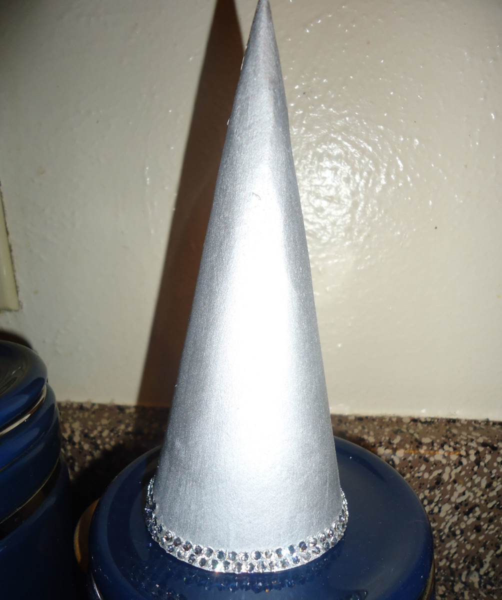 Starting from the bottom, apply the rhinestones in rows, working up the cone.