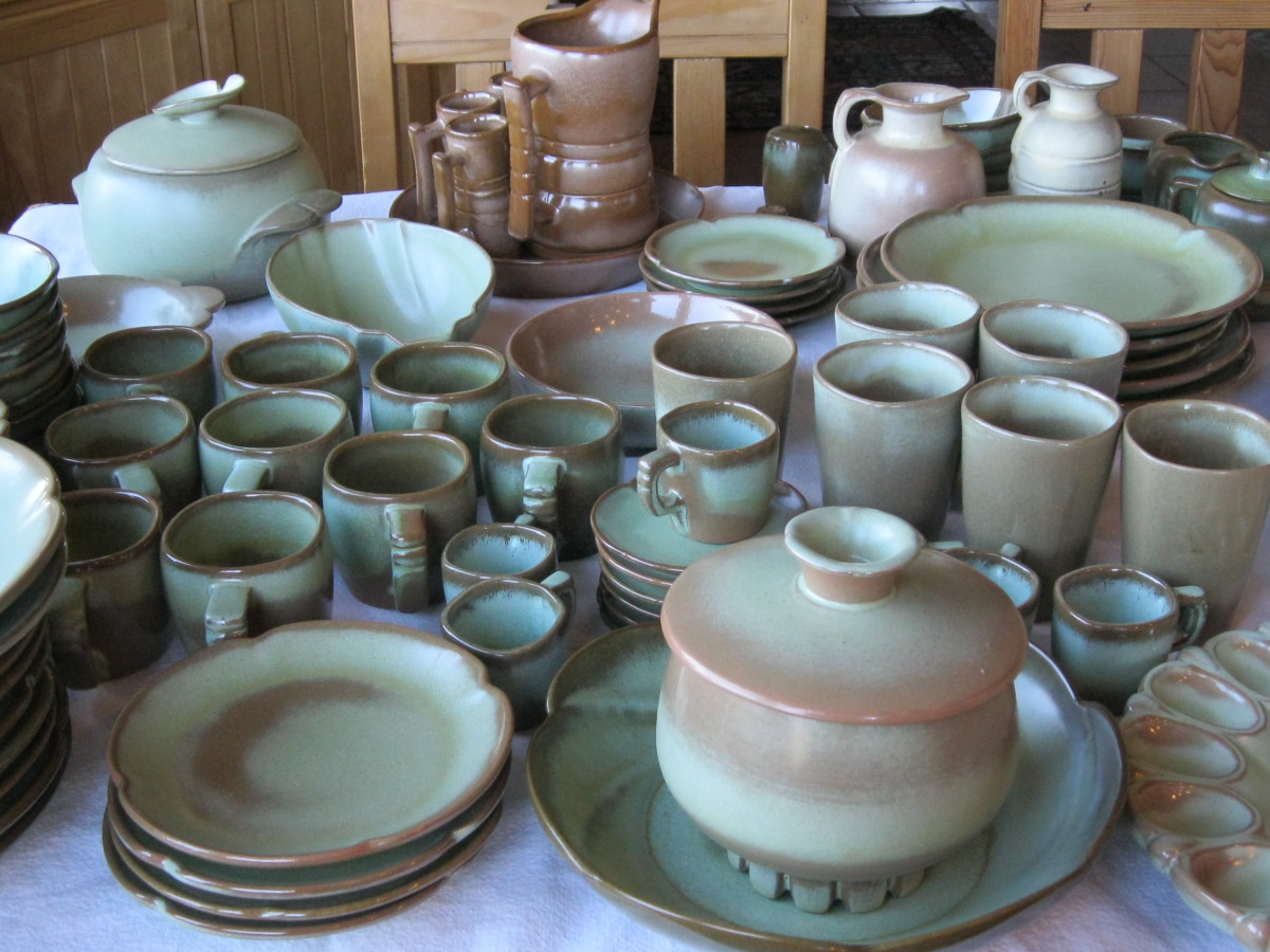 Frankoma dinnerware mostly in Prarie Green