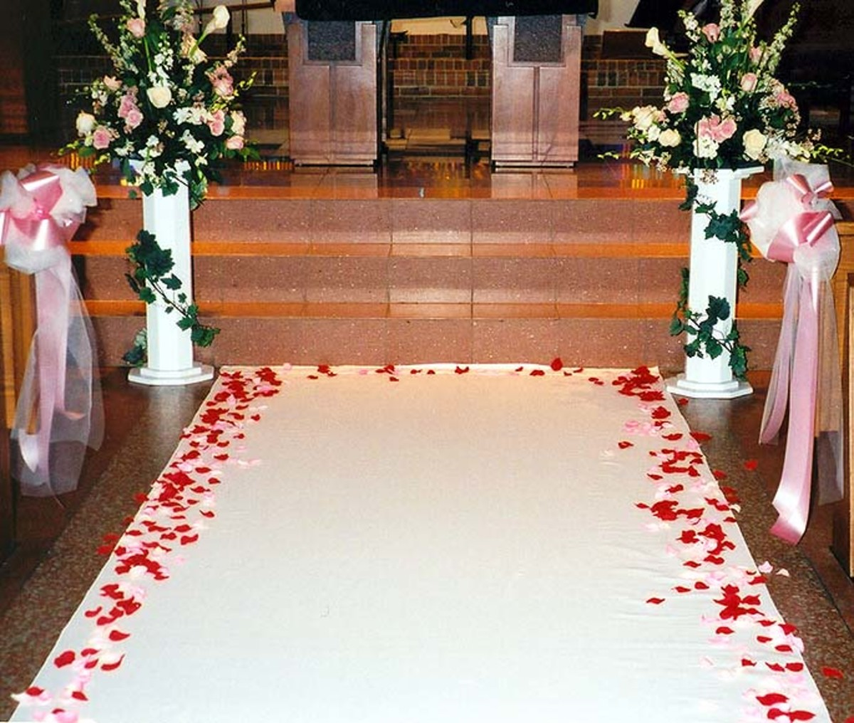 how-to-make-a-monogrammed-aisle-runner-for-your-wedding