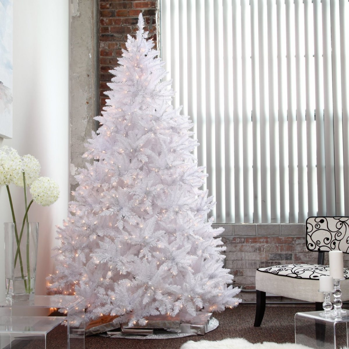 Glam Christmas tree in white.