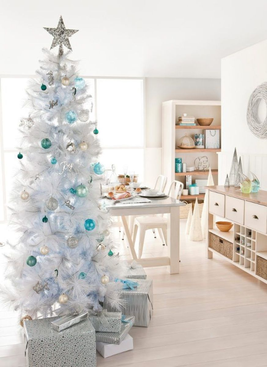 White Christmas tree with a pop of turquoise.