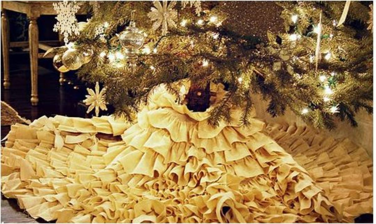 No-sew ruffled tree skirt.