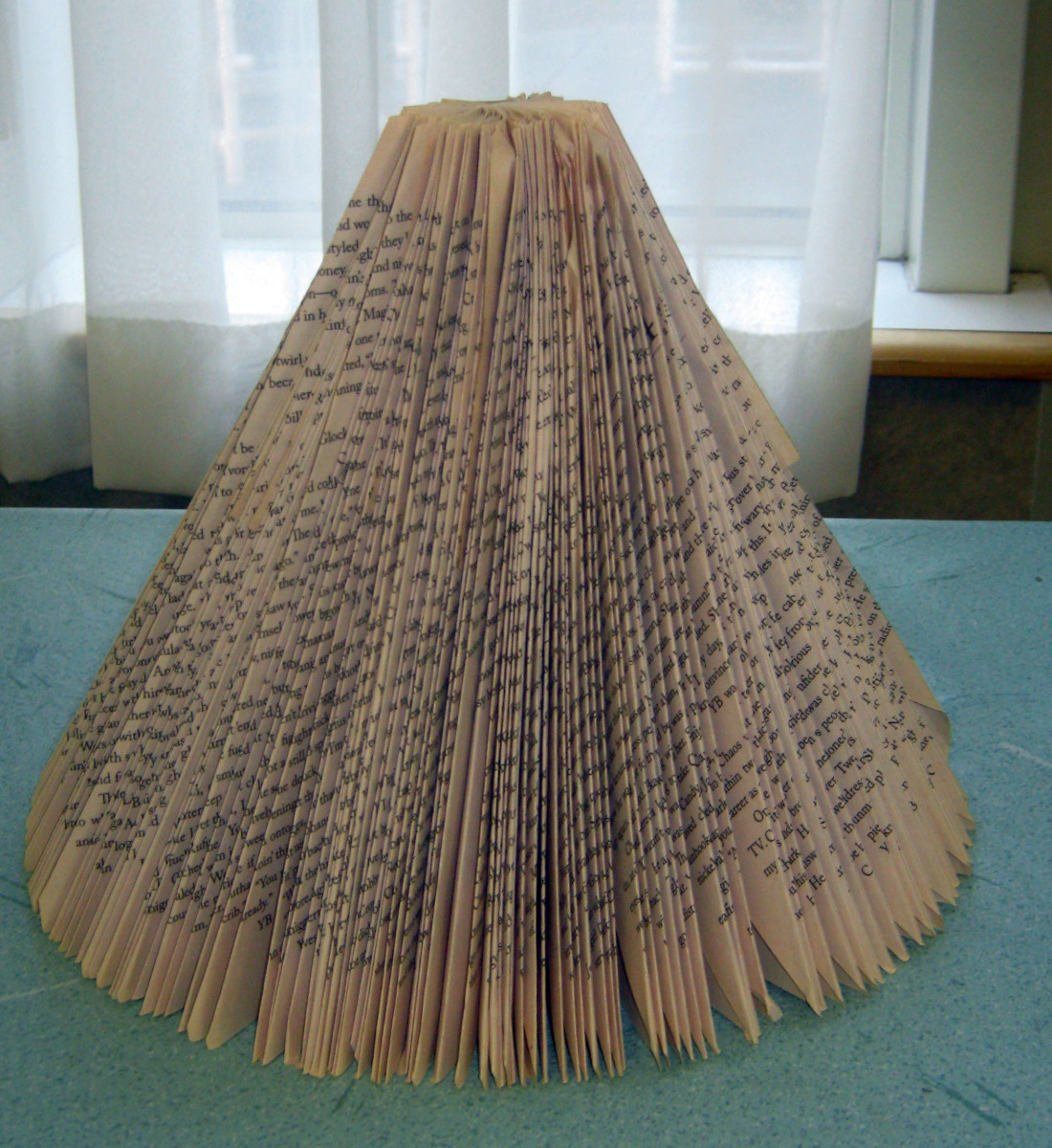 make-a-christmas-tree-with-folded-book-pages