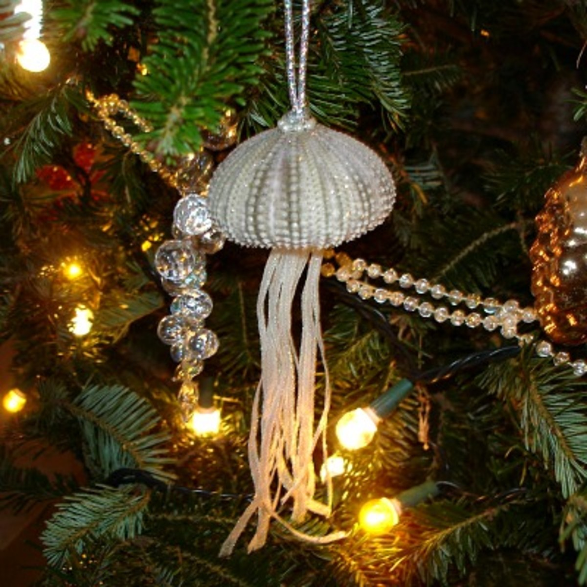 http://aquasunday.blogspot.com/2009/12/sea-urchin-ornament-2.html