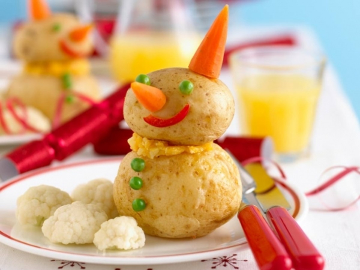 This Potato Snowman is an adorable kids' meal that is perfect for Christmas.