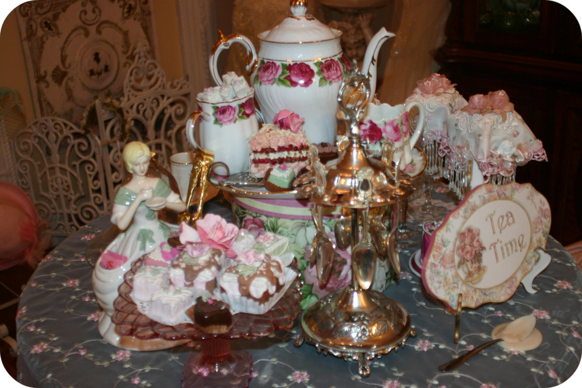 What a gorgeous tea setting for the main table at a Victorian Themed Tea Party!