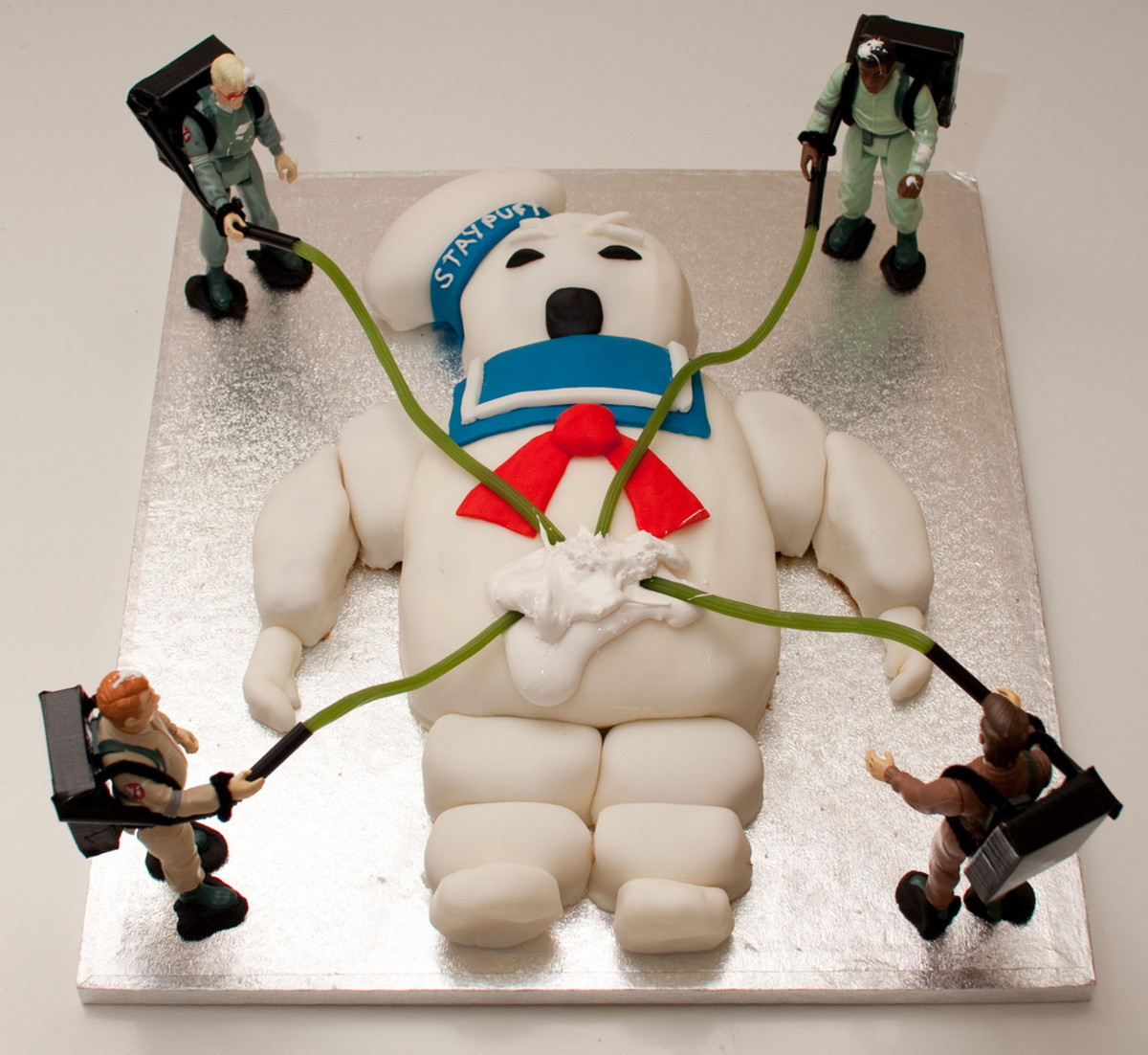 """A funny """"Ghostbusters"""" cake."""