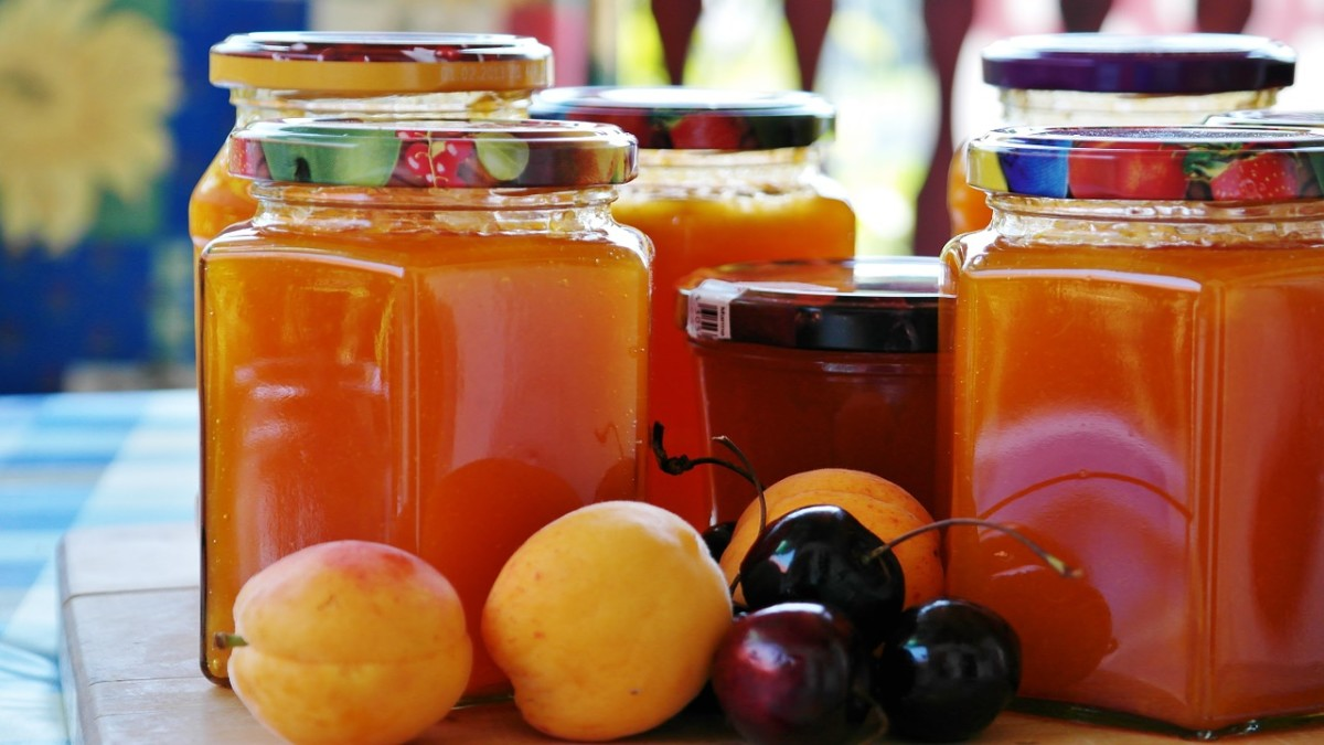Homemade preserves---a yummy gift idea!