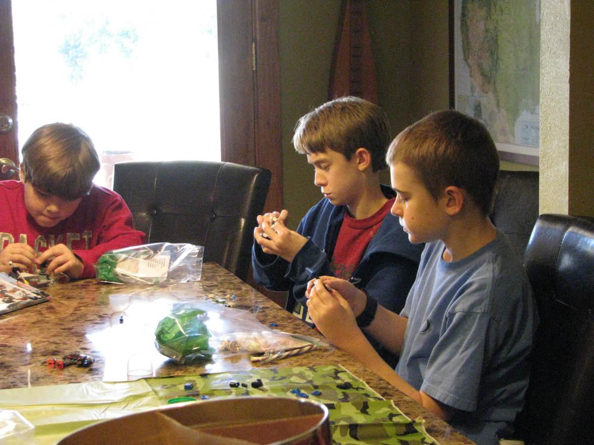 lego-birthday-party-game-ideas