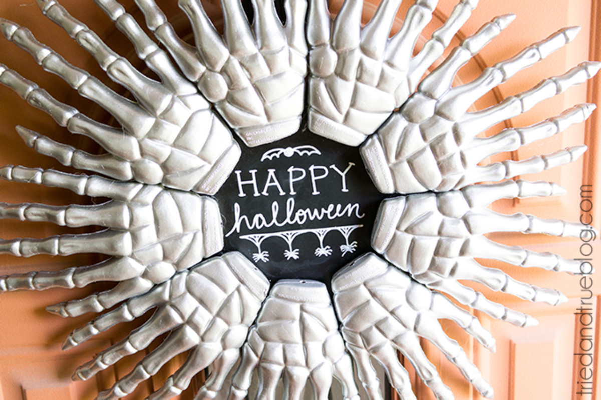 easiest-diy-halloween-wreaths-you-will-be-dying-to-make