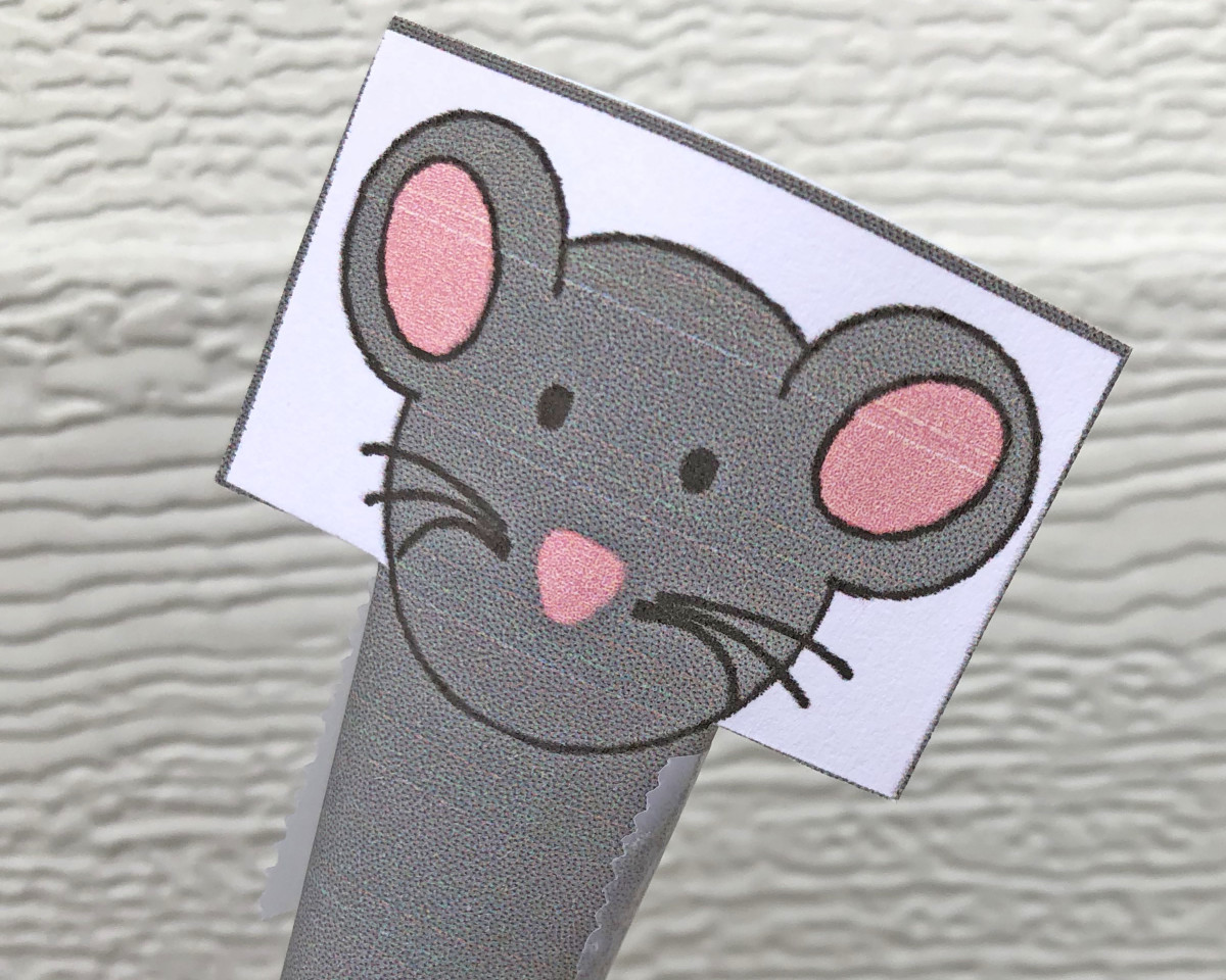 A simple rat finger puppet