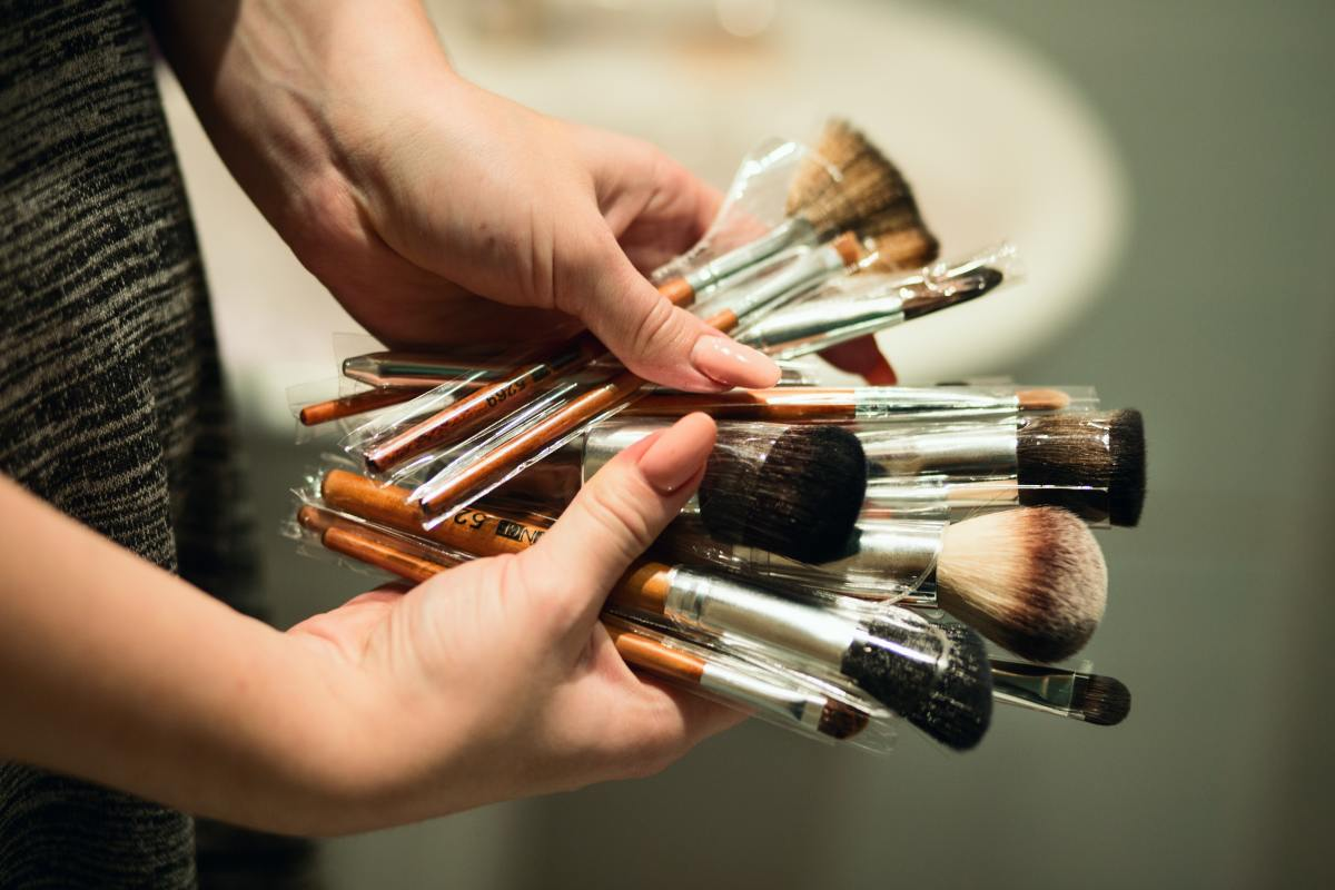 There are two main types of face-painting brushes that every beginner needs.