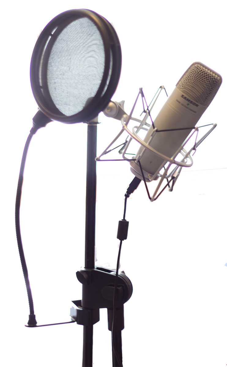 USB microphone, with pop filter, shockmount and microphone stand.