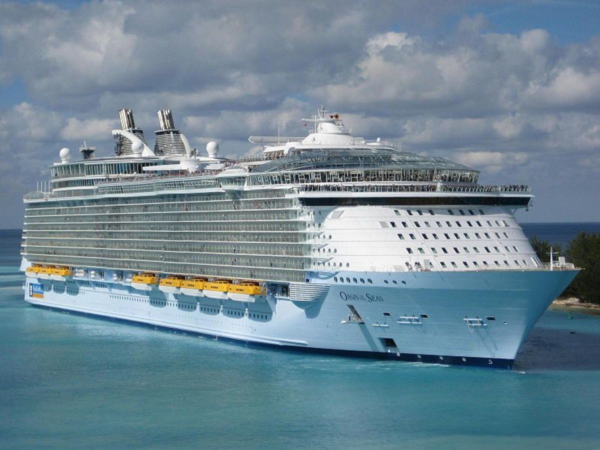 Oasis of the Seas. Source: Balswin040 WMC.