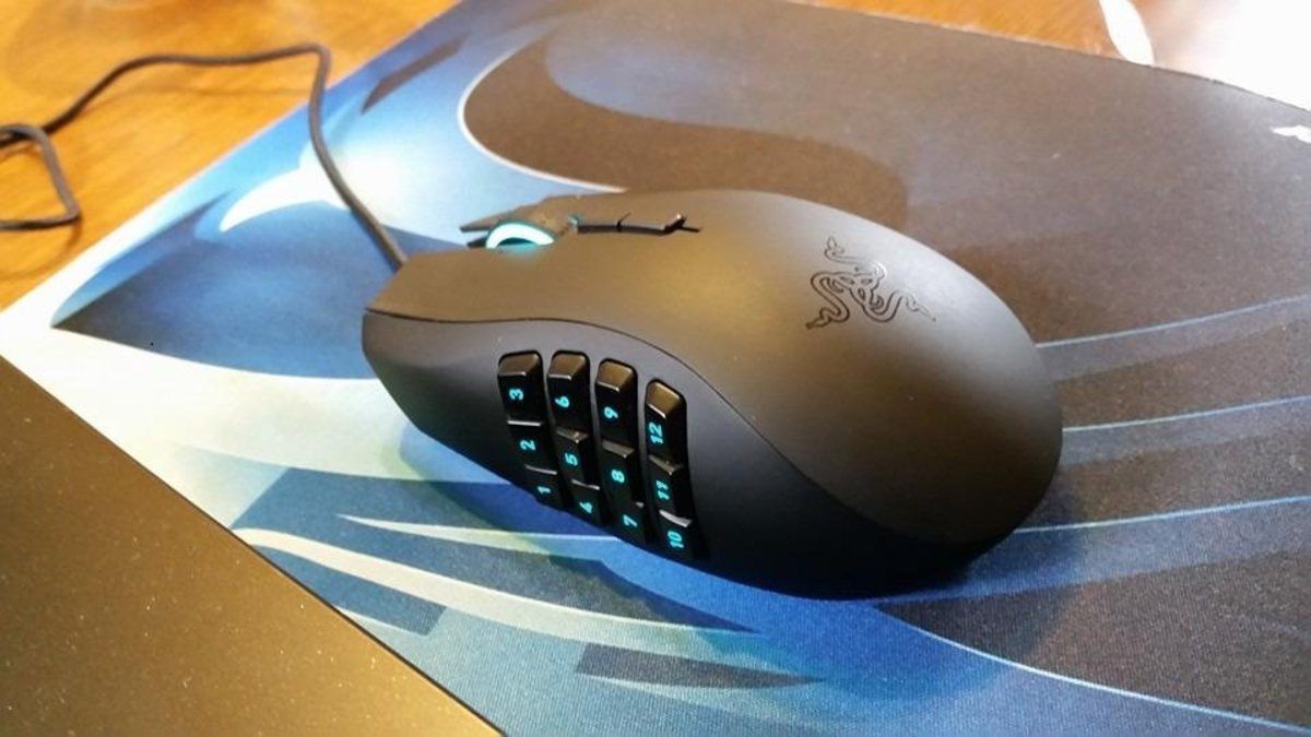 For MMORPGs like WOW, something with more buttons like the Razer Naga Chroma may be preferable.