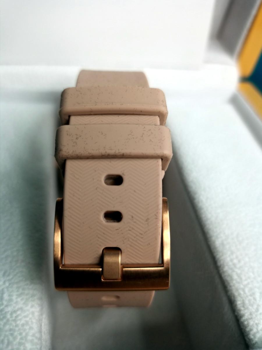 Silicone strap incorporates LTE antenna.
