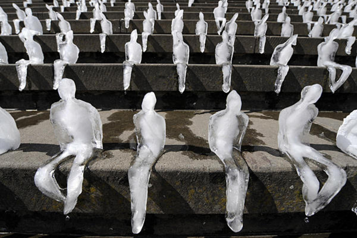 Ice sculptures (around 1,000) by Brazilian artist Nele Azevedo melt on the steps of Berlin's Concert Hall at the Gendarmenmarkt.