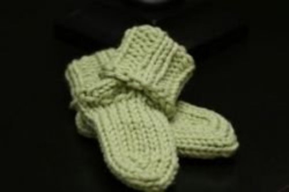 Finished baby socks by Isela Phelps. Knitted on the pink long loom.