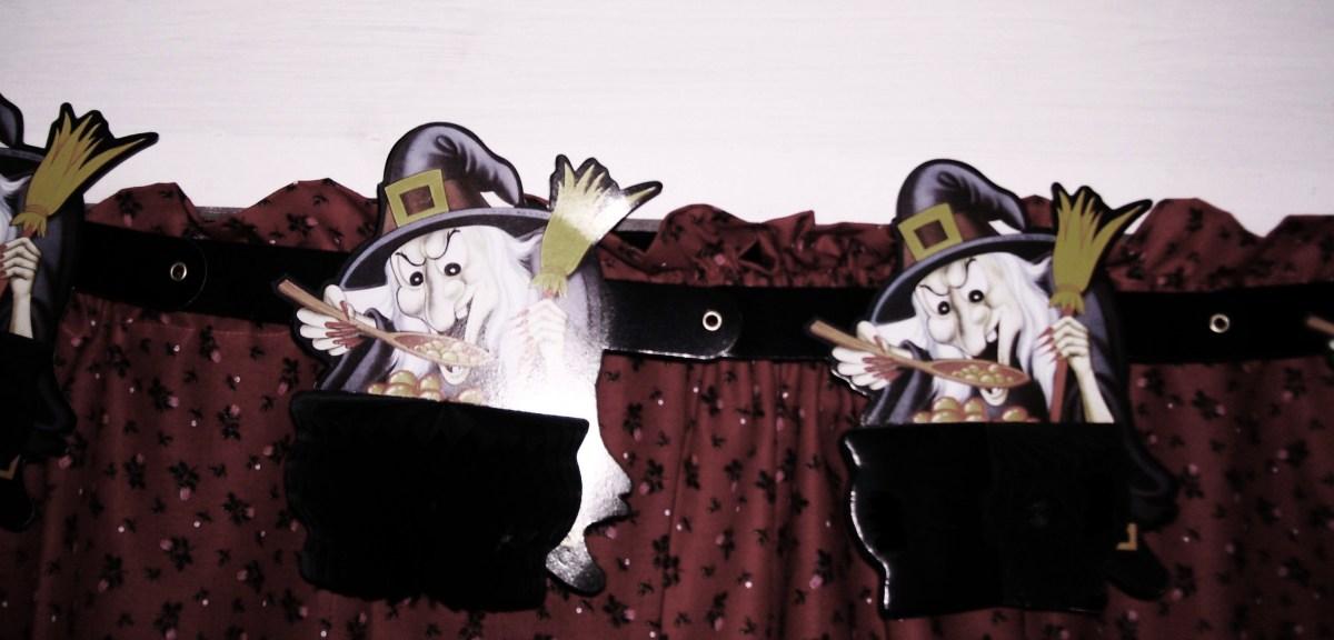9 Must-Have Halloween Decorations--Halloween garland