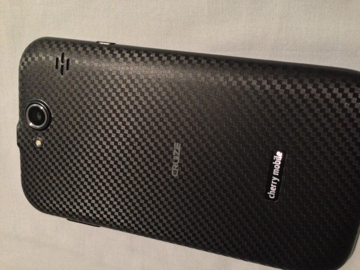 Textured matte backcover with 'carbon fiber' look feels great