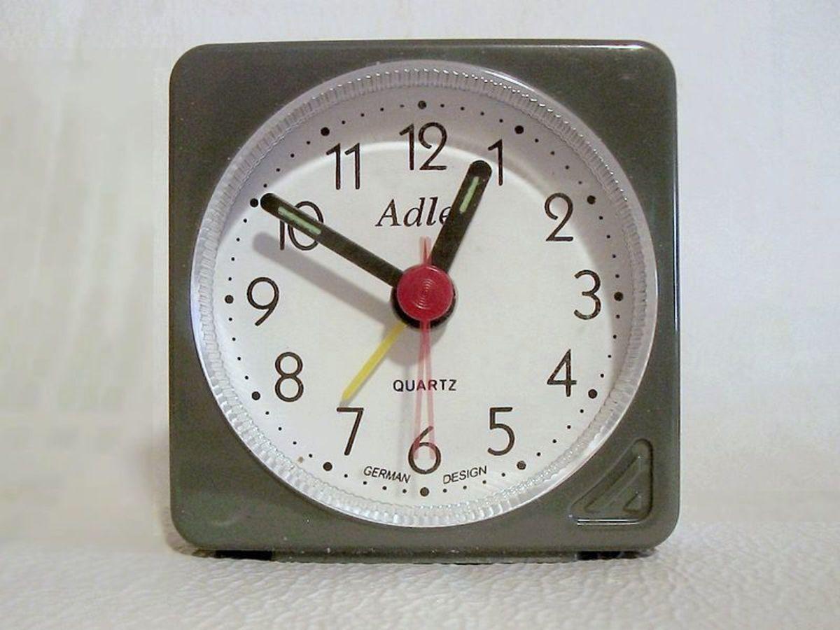 Analog display alarm clock