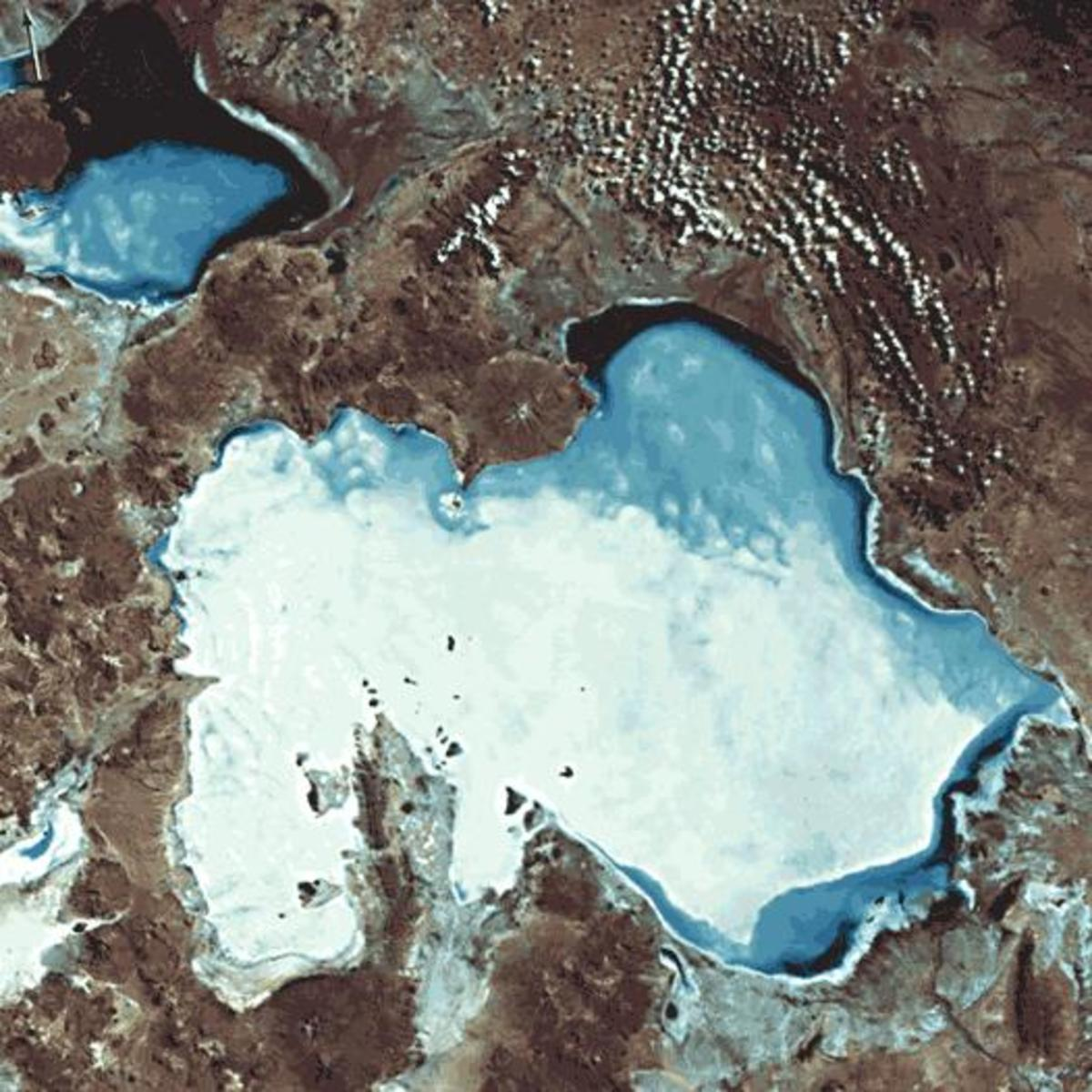 Satellite images of the Salar del Hombre Muerto, Argentina (left), and Uyuni, Bolivia (right), salt flats that are rich in lithium. The lithium-rich brine is concentrated by pumping it into solar evaporation ponds.