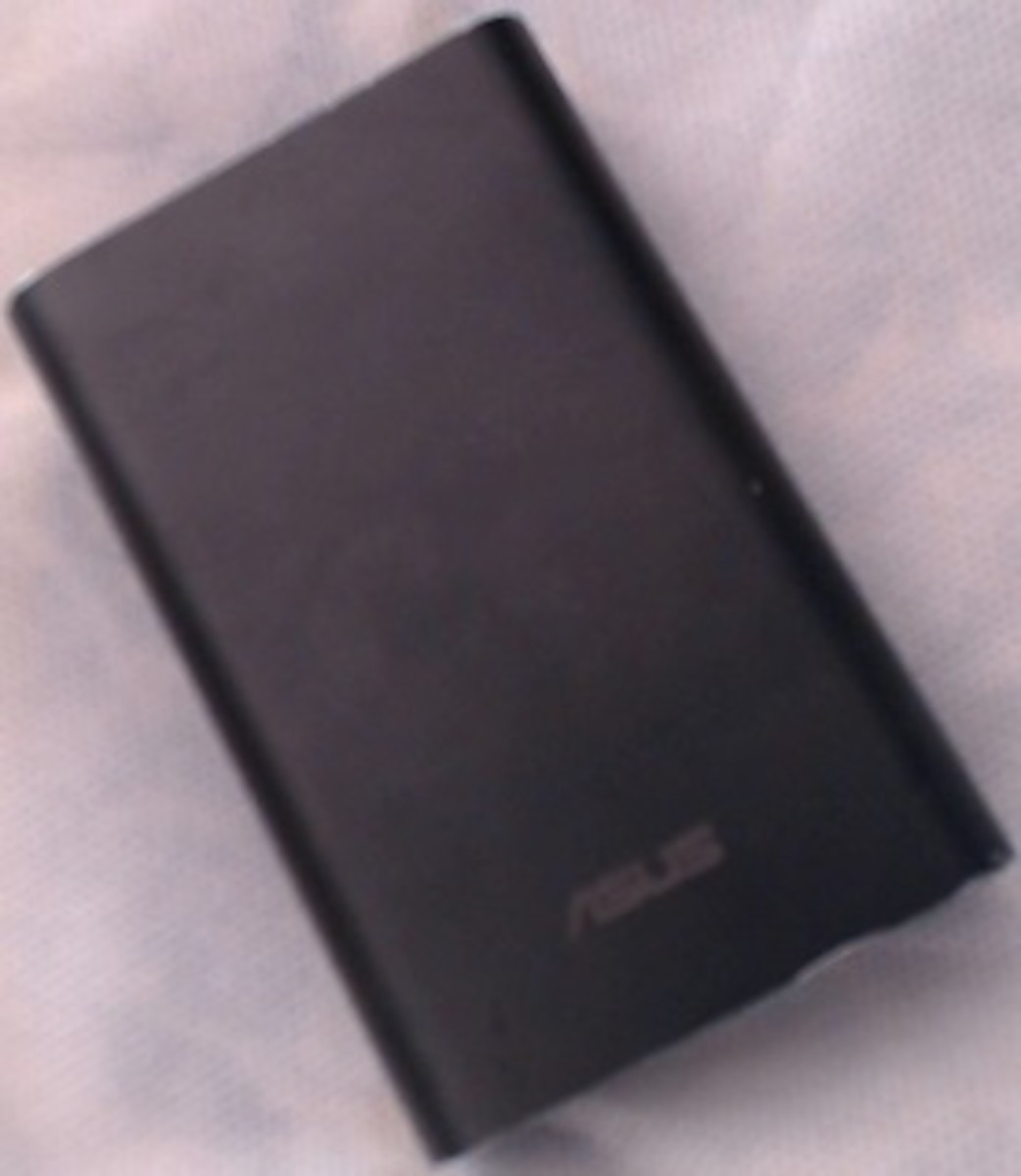 An Asus power bank (Zenpower). These devices can be used to charge your phone when you are out of home. With Asus Zenfone Max and its incredible battery, you no longer need to carry one of them with you