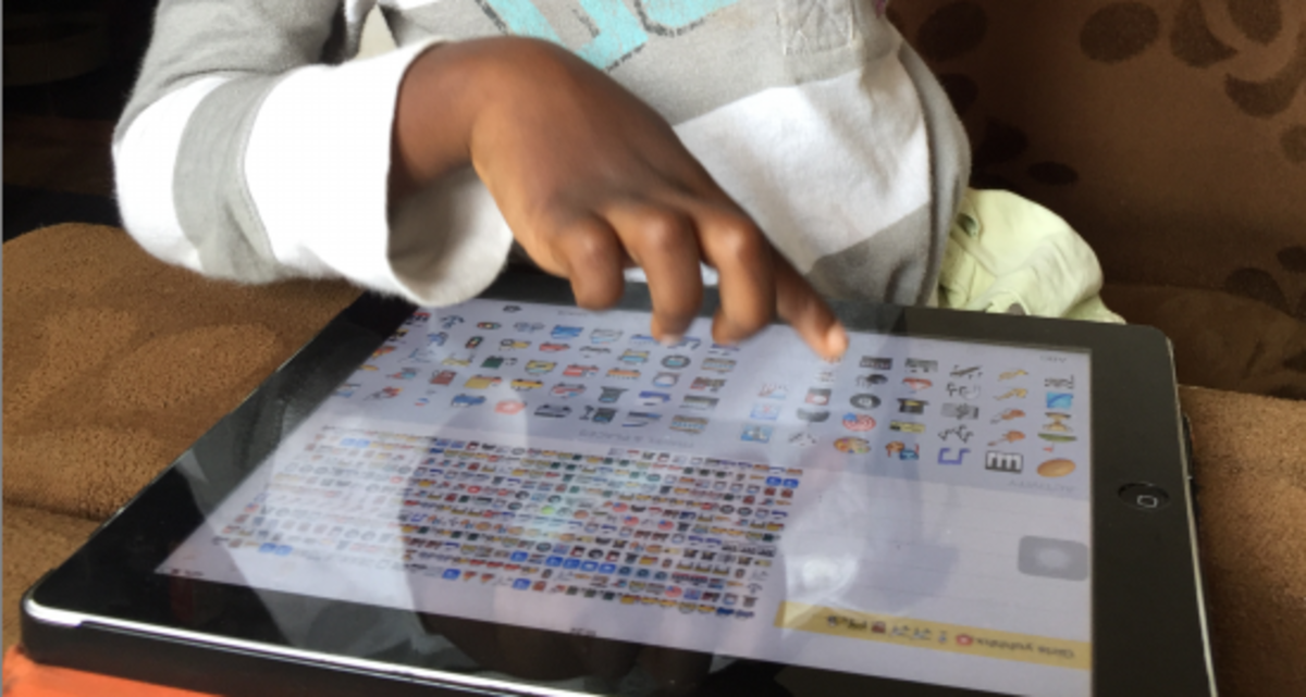 A kid using an iPad tablet