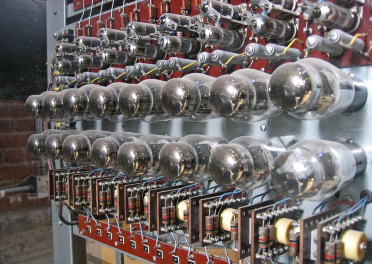 Vacuum tubes were used in the 1st computer generation