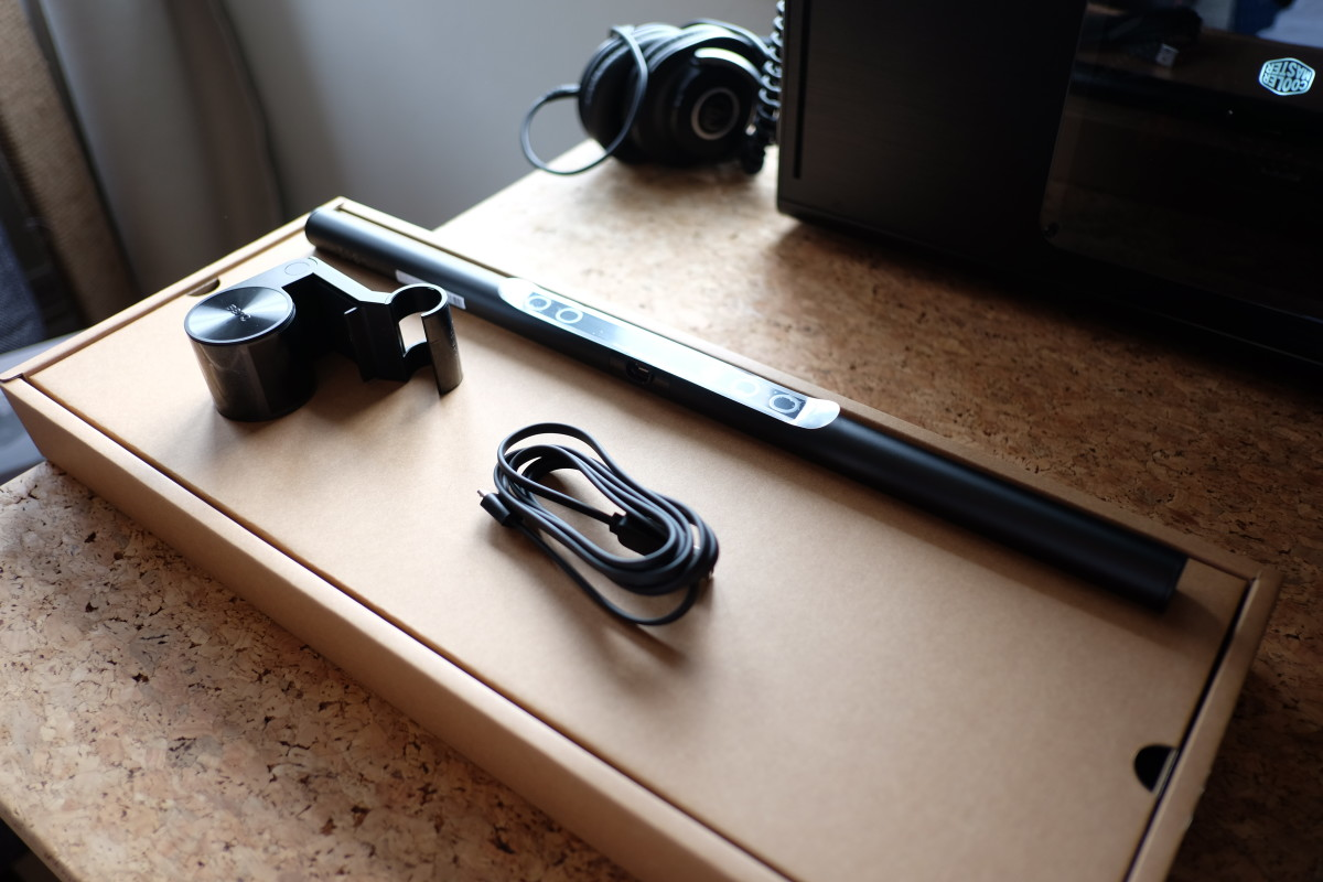 There are just three components to the lamp: a USB cable for power, the counterbalance clip, and the ScreenBar itself.