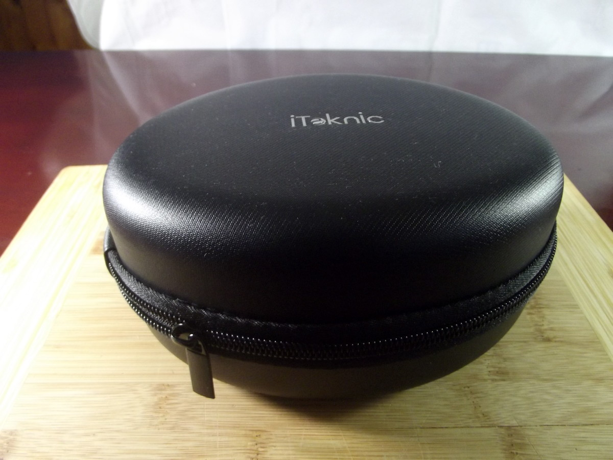 Carrying case for iTeknic active noise canceling headphones