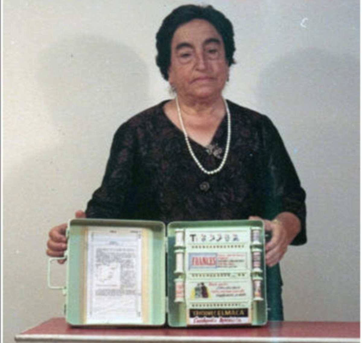 Angela Ruiz Robles with her Enciclopedia Mecánica